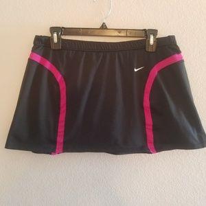 Nike | Skirt Sphere Dry in Black & Pink